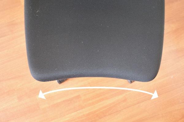 カシコチェアの座面前面は曲線になっている。