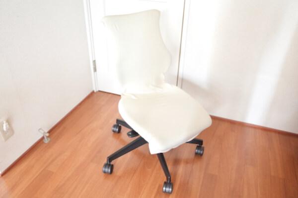 椅子用カバーをつけたカシコチェア